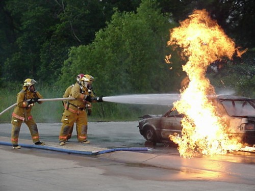 http://www.rokemneedlearts.com/carsindepth/wordpressblog/wp-content/uploads/2011/11/car-fire-2-JPEG-500x375.jpg