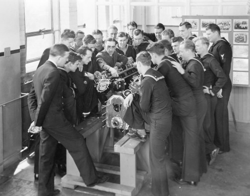 """Packard Engine College"" training Navy personnel in 1941"