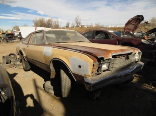 550x412x16-1977-Plymouth-Volare-Down-On-the-Junkyard-Picture-courtesy-of-Murilee-Martin-550x412.jpg.pagespeed.ic.z8jpKuCXiI