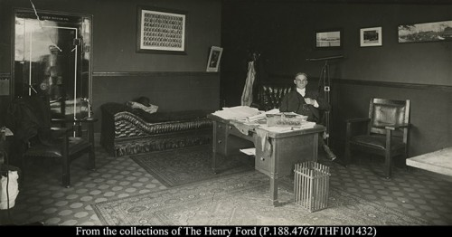 THF101432-Henry-Ford-in-his-office-at-Piquette-ca