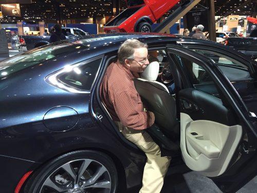 Chrysler200Door4